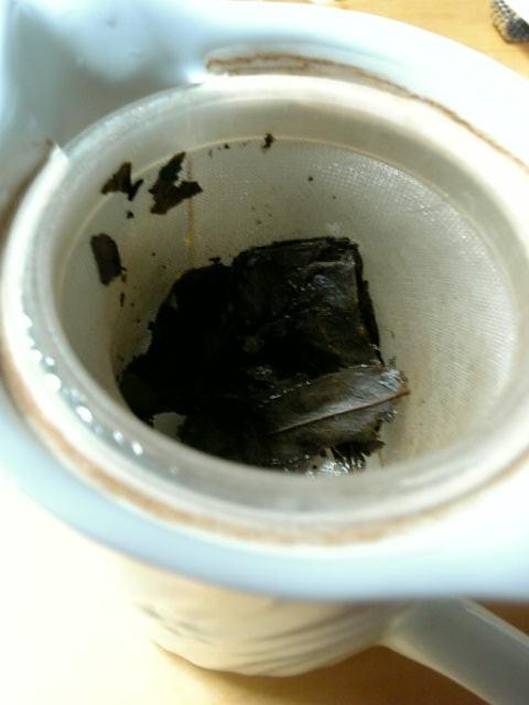 碁石茶(急須の中)